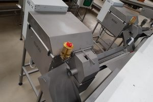 sweet corn processing machines, sweet corn processing machines, cutting of kernels, Cutting of product, sweet corn processing, corn cutter machine, sweet corn cutter machine, sweet corn cutter, corn cutting machine, kukuruza rezač, kukorica vágó, odzrňovač kukurice,